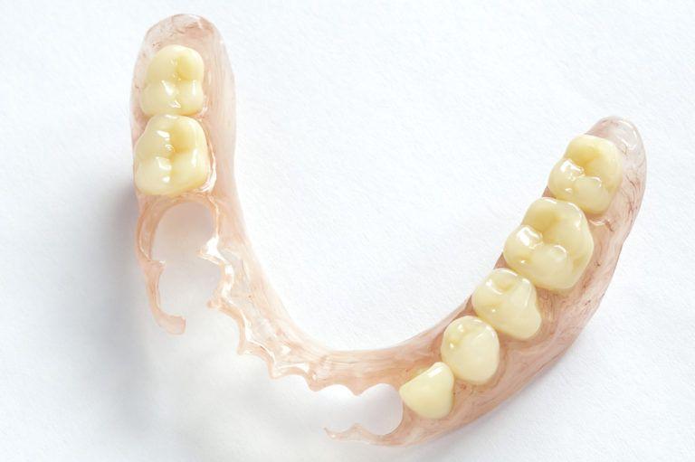 Removable dentures flexible
